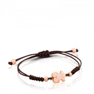 1156a844008d Las pulseras con cordones son la apuesta de Tous para la nueva colección de  joyas de la temporada spring fall 2017. Esta pulsera de cordón marrón tiene  en ...
