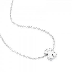 57debe055c06 Este colgante de estilo gargantilla es de plata de primera ley y tiene en  el centro un oso macizo de plata de de un centímetro.